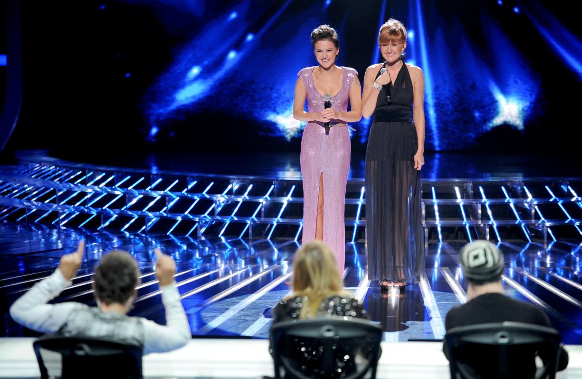 Dziewczyny w czwartym odcinku na żywo stoją przed jury